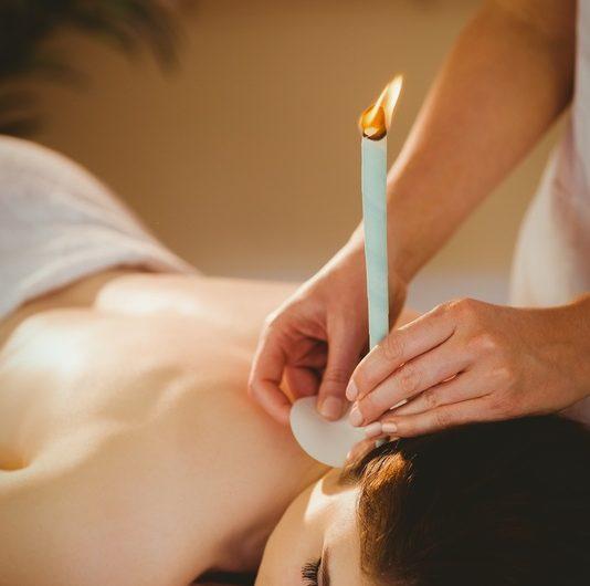 Świecowanie i konchowanie uszu – popularne metody na oczyszczanie uszu