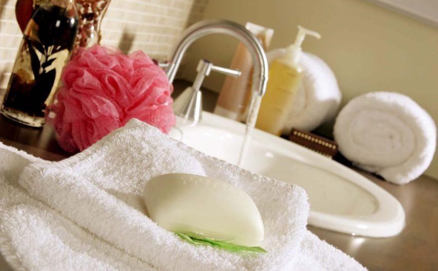 Kąpiel kwasowęglowa – na co pomaga i kiedy można ją stosować?