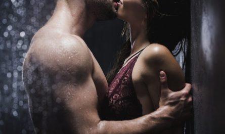 rapporto con una persona a caso - coppia che si bacia