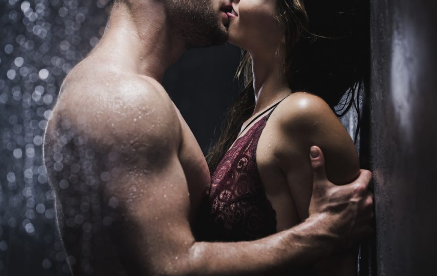 stosunek z przypadkową osobą - całująca się para
