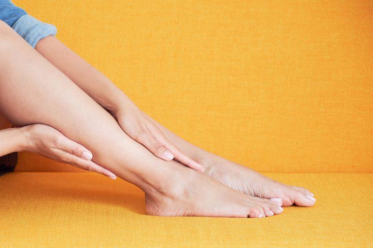 zmiany na paznokciach u nóg